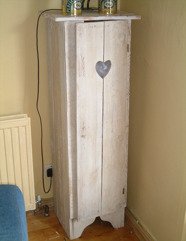 An exclusive art of pallet upcycling - Cupboards made from pallets ...