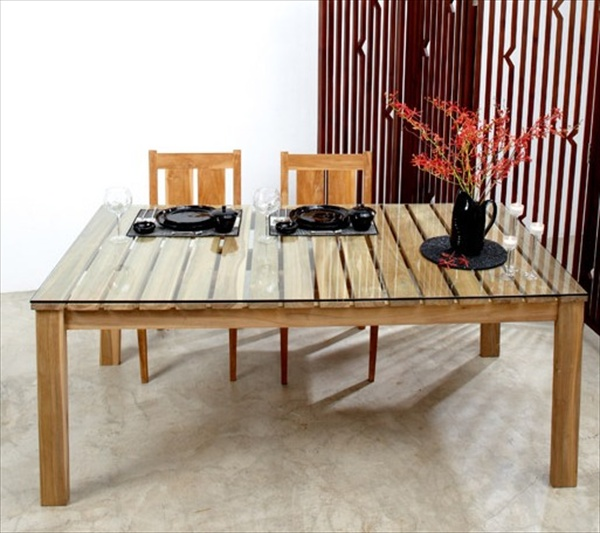 the recycled pallet dining table 16 perfect ideas. Black Bedroom Furniture Sets. Home Design Ideas