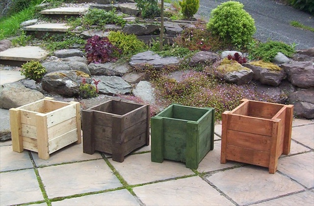 An exclusive art of pallet upcycling pallet furniture plans for How to make a planter box out of pallets