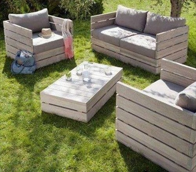 pallet sofa and chairs