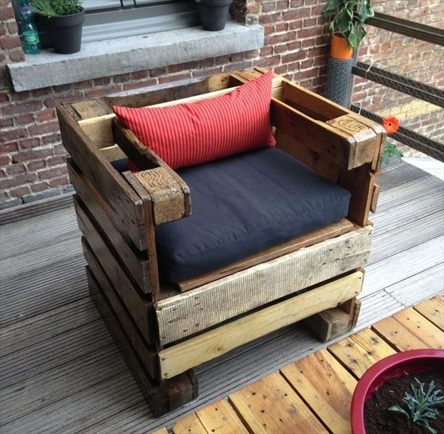 8 revamp pallet ideas for outdoors pallet furniture plans for Patio furniture designs plans