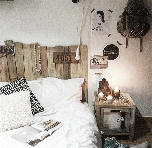 Inexpensive pallet headboards for your bed pallet furniture plans - Tete de lit bois palette ...