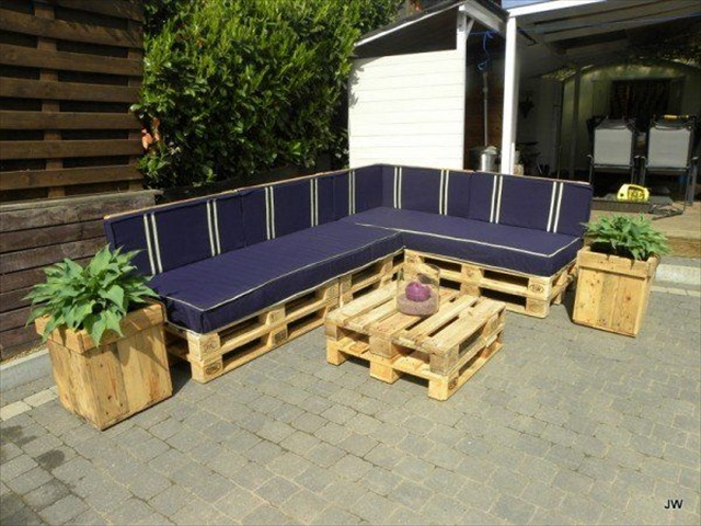 ... Attractiveness in Pallet Yard Furniture | Pallet Furniture Plans