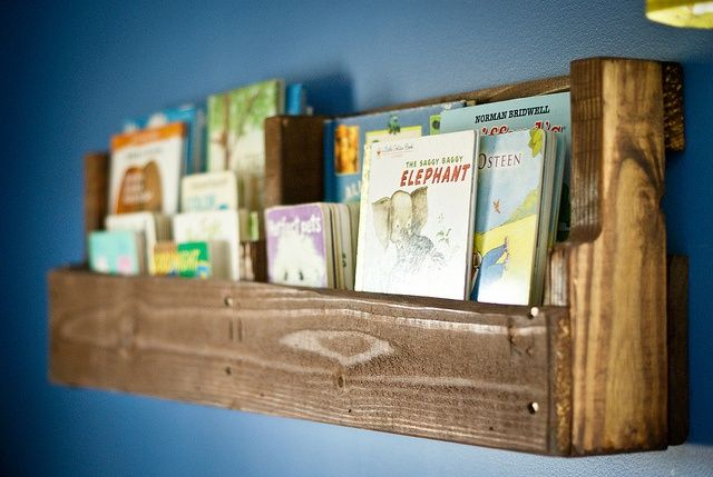 DIY Bookshelf Ideas With Pallet Wood Furniture Plans