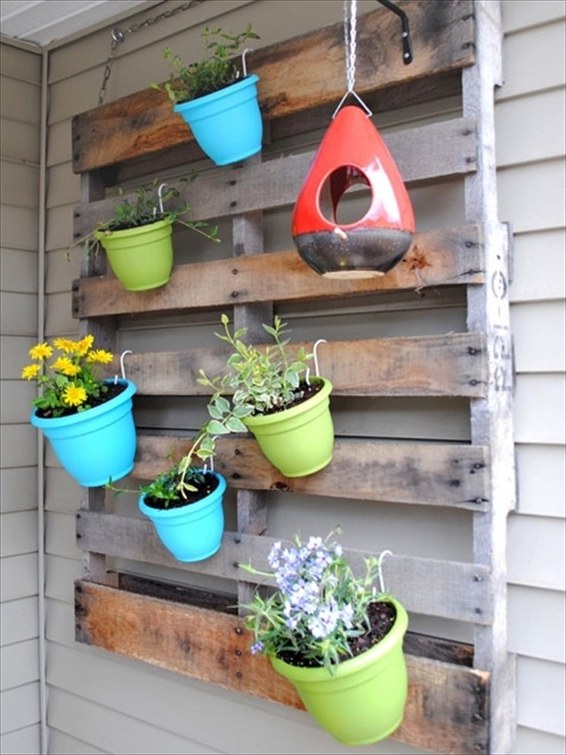 Vertical Gardening out of Recycle Pallets