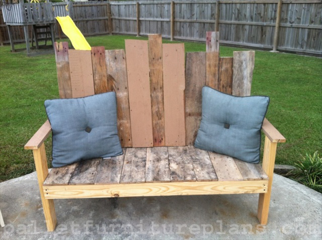 diy outdoor pallet bench  12. 15 DIY Outdoor Pallet Bench   Pallet Furniture Plans