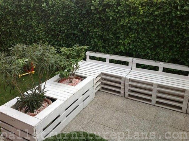 15 diy outdoor pallet bench pallet furniture plans. Black Bedroom Furniture Sets. Home Design Ideas