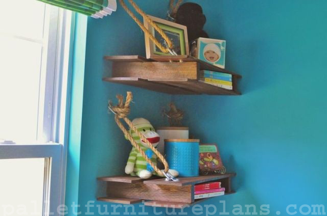 DIY Pallet Shelves