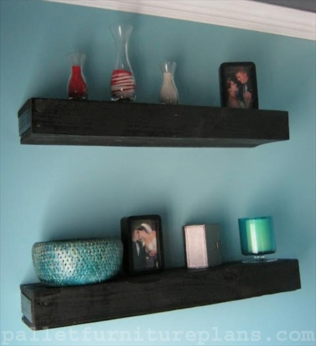 DIY Pallet Shelves