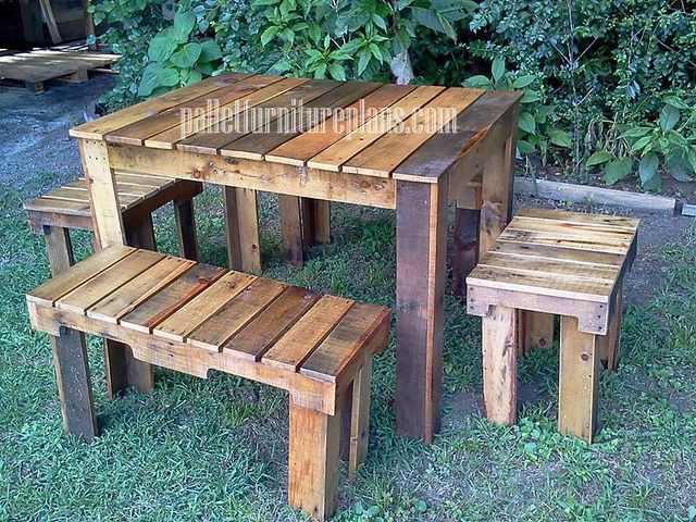 Creative with pallets diy pallet furniture plans for Table exterieur diy