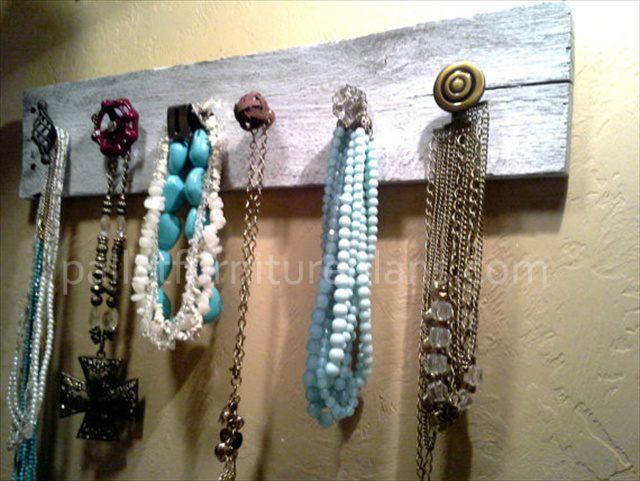 Stylish Pallet Jewelry Holder