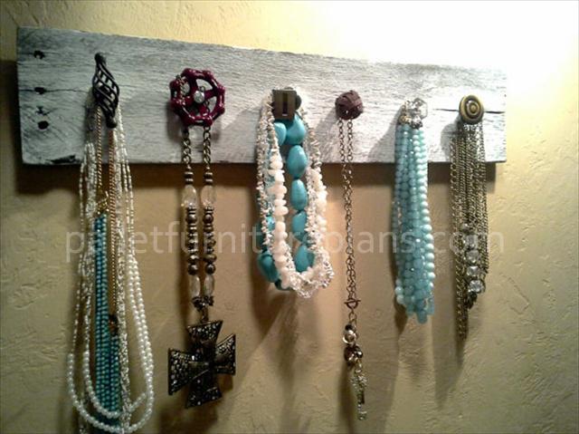 Pallet Jewelry Holder
