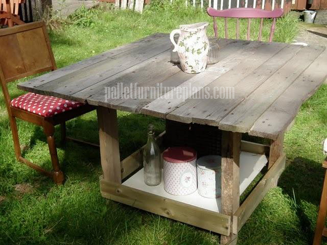 Pallet dining table for outdoor furniture.