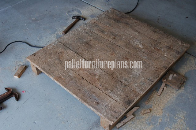 Recycled Pallet Coffee Table for Outdoor