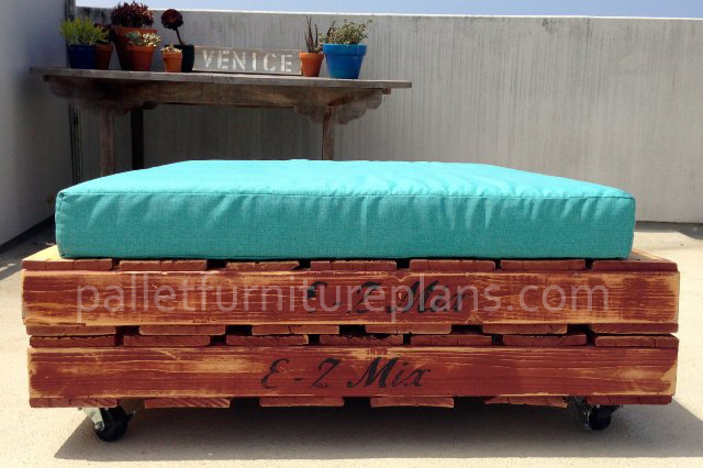 DIY Pallet Daybed Furniture