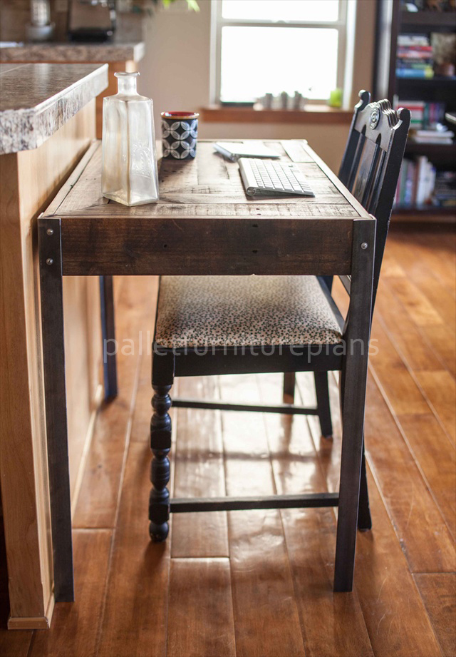 Pallet Desk with Metallic Legs