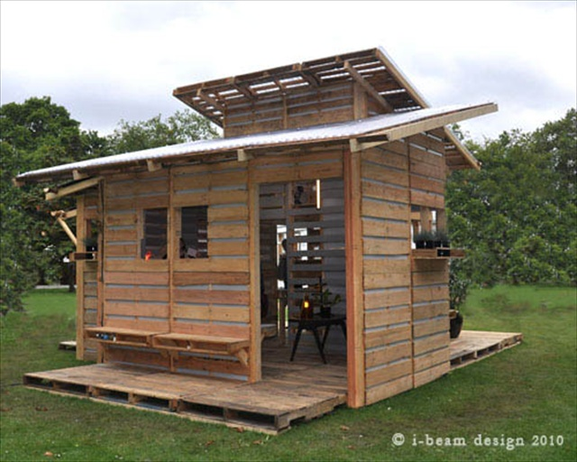 Beautiful Pallet House With I Beam Design Pallet Furniture Plans