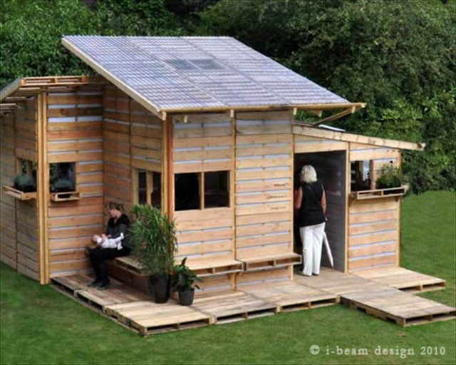 Beautiful Pallet House with I-Beam Design