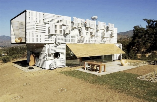 Quickly Built Pallet Manifesto House
