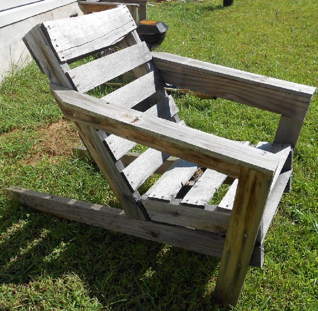 Upcycled Pallet Chair DIY