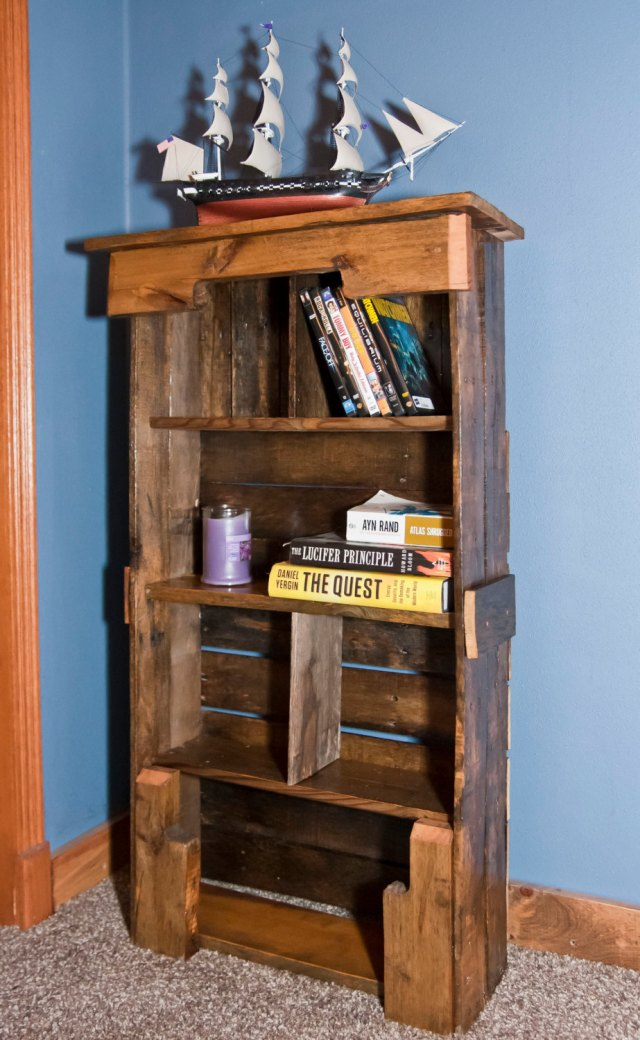 Wooden Pallet Bookshelf DIY | Pallet Furniture Plans