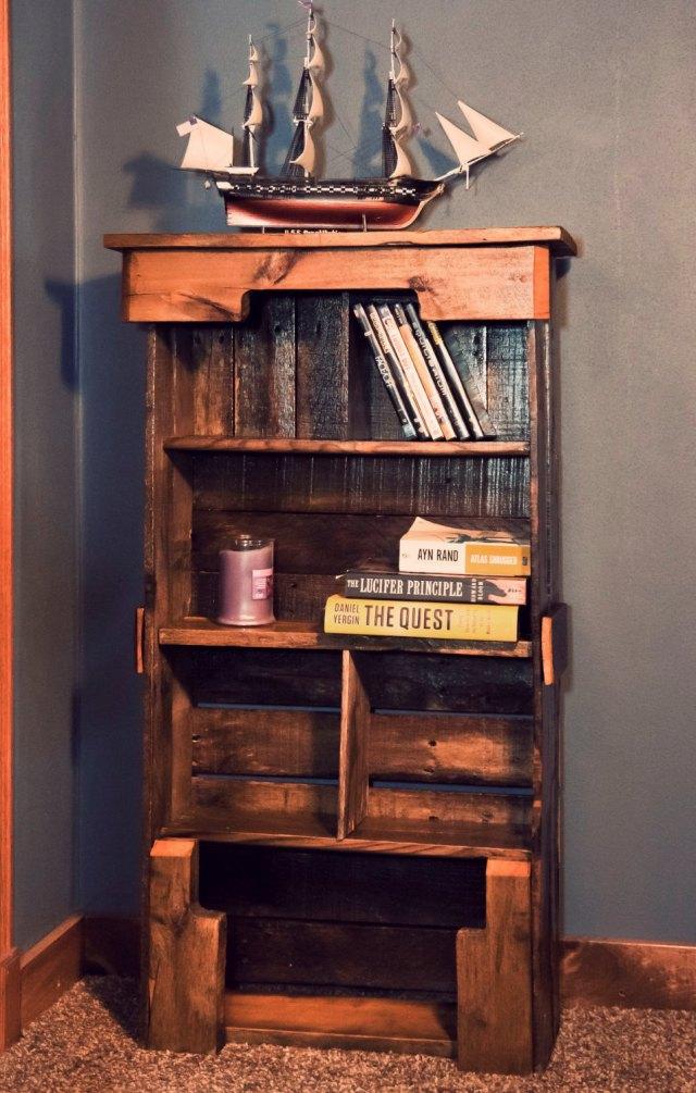 Pallet Bookshelf DIY