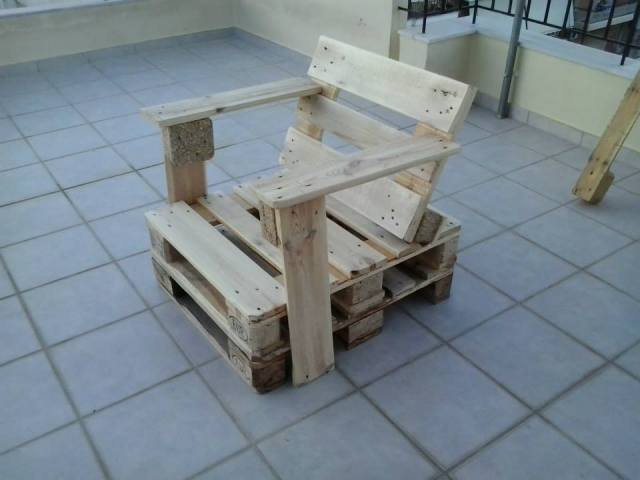 DIY Wooden Pallet Chair | Pallet Furniture Plans