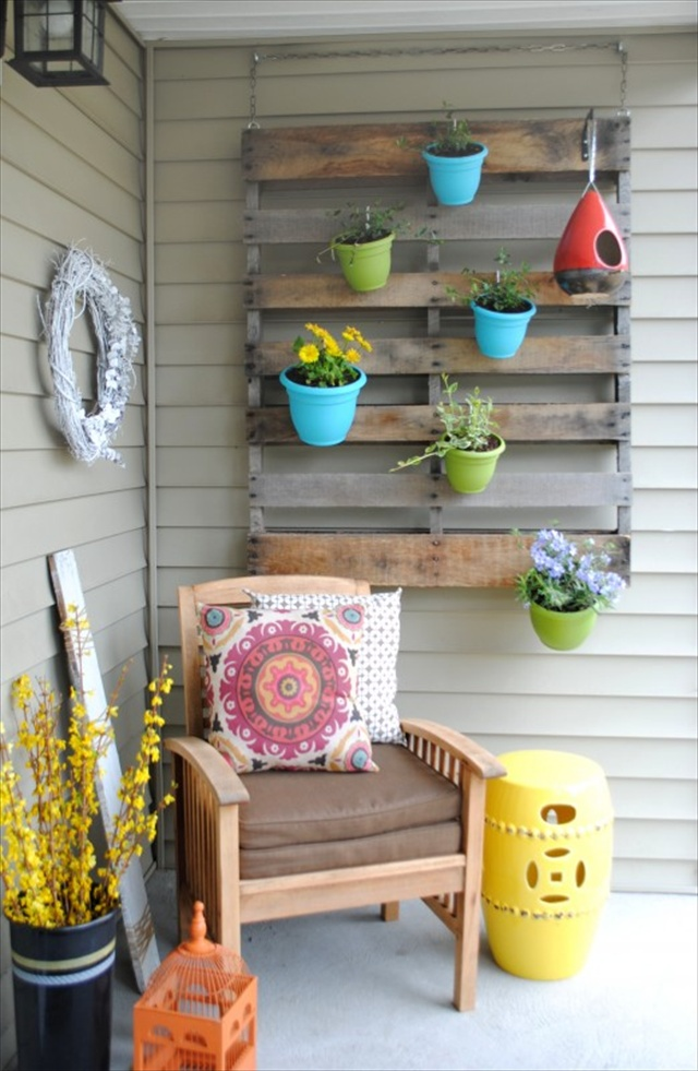 Colorful DIY Vertical Pallet Garden