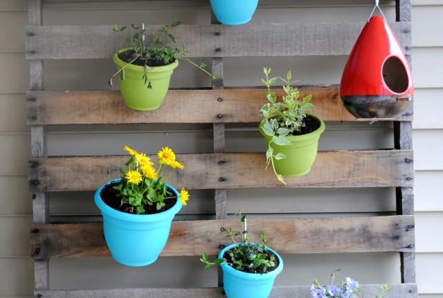pallet garden with pot