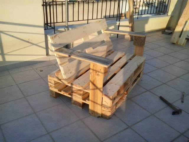 Diy Pallet Ideas Doll House Plan further Pallet Hanging Bedside Table also Pallet Armchair For Kids furthermore Top Pallet Patio Furniture Ideas likewise How To Build A Coffee Table. on pallet wood serving tray
