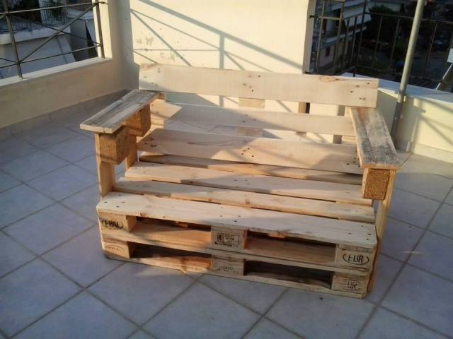 DIY Pallet Bench Chair