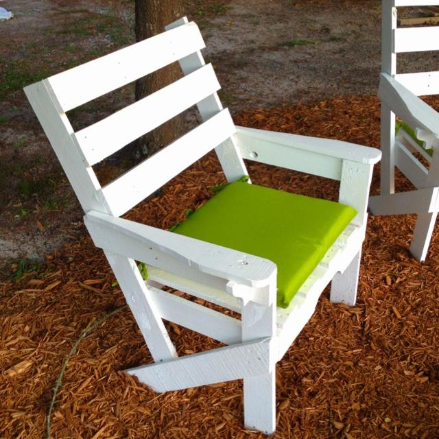white Pallet Chair
