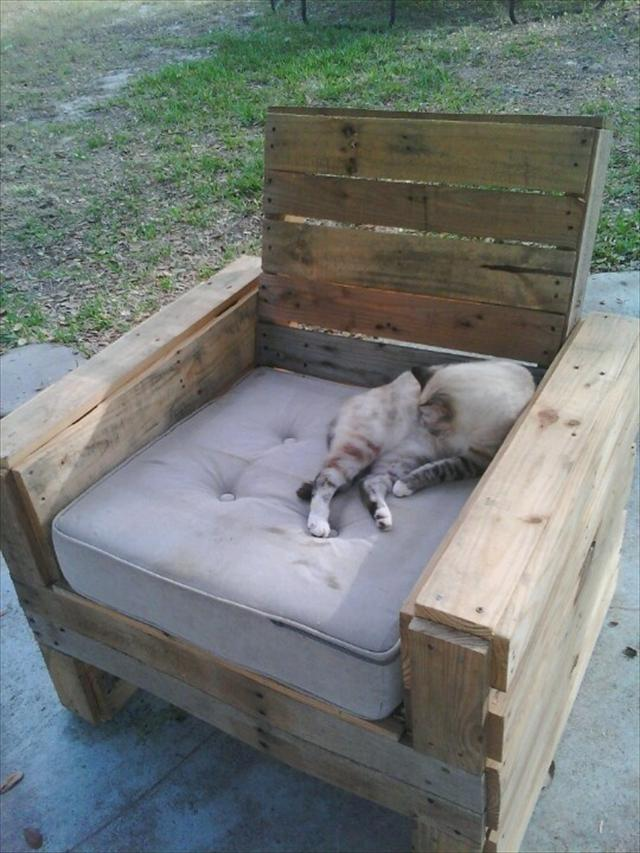 Pallet Chair with Cushion
