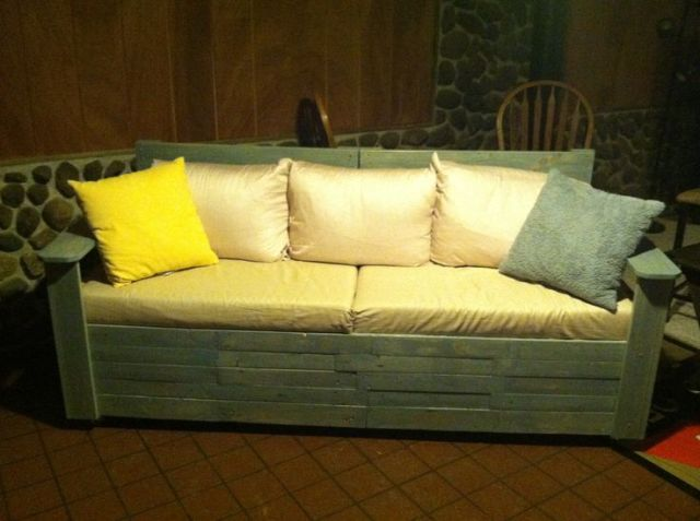20 cozy diy pallet couch ideas pallet furniture plans. Black Bedroom Furniture Sets. Home Design Ideas