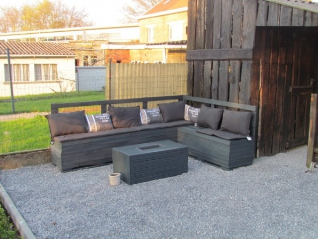 Outdoor simple pallet furniture set