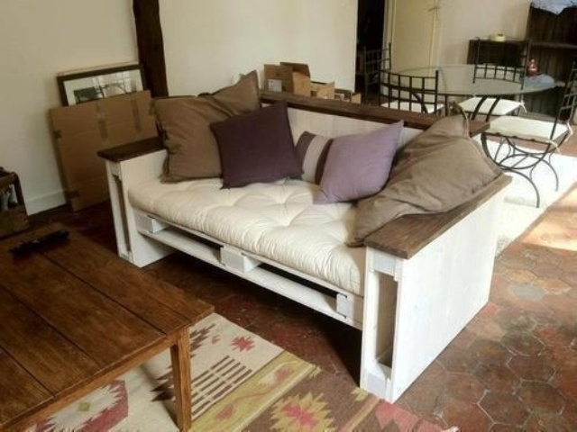 White Small Pallet Couch