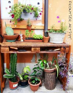Pallet Potting Bench for Your Garden