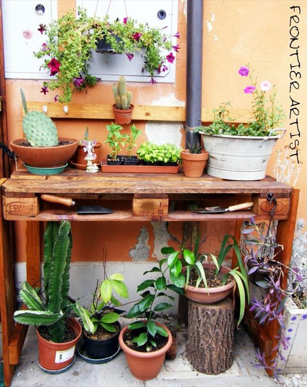 Pallet Potting Bench for Your Garden