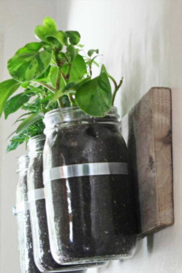 Pallet Mason Jar Storage