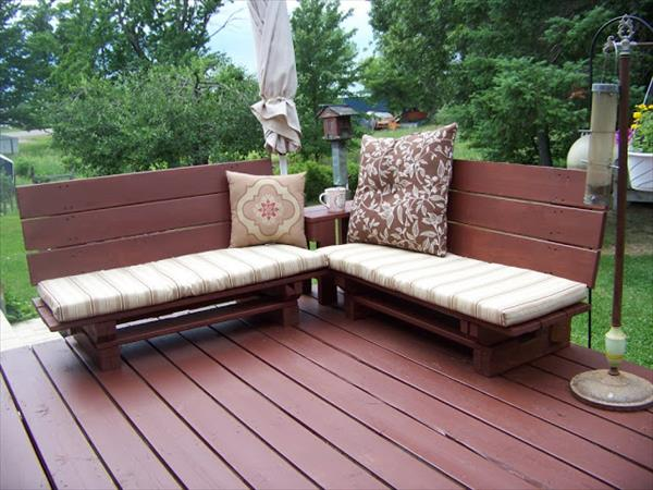 Amazing Outdoor Pallet Bench With Cushions