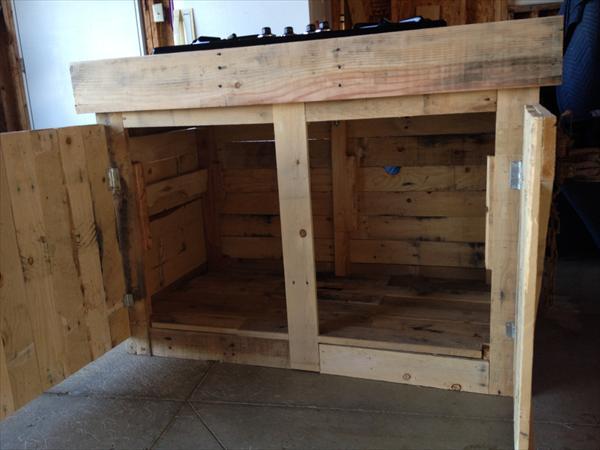 DIY Pallet Cabinet Design