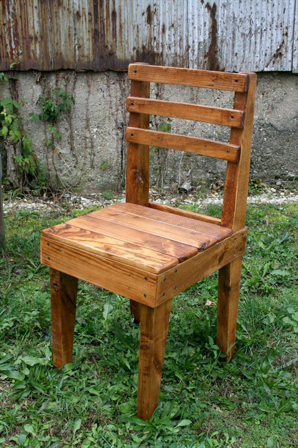 Diy chairs out of old pallets pallet furniture plans Chairs made out of wooden pallets