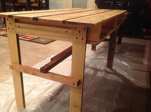 diy pallet desk table pallet furniture plans. Black Bedroom Furniture Sets. Home Design Ideas