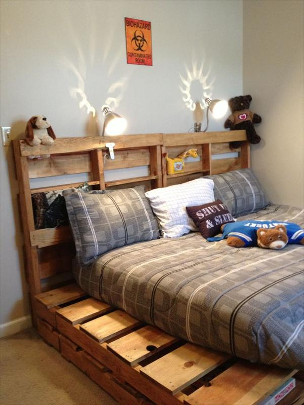 Diy wooden pallet beds for Pallet bed frame with side tables