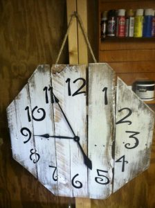 DIY Repurposed Pallet Clocks