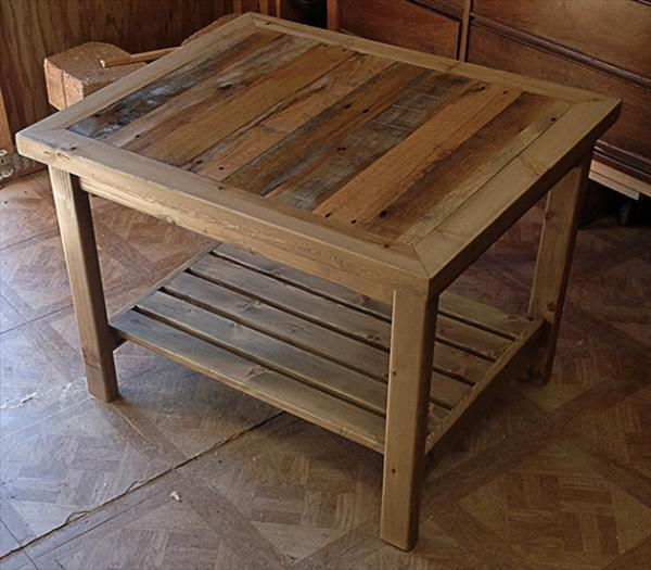 Diy pallet table and coat rack pallet furniture plans for Pallet end table