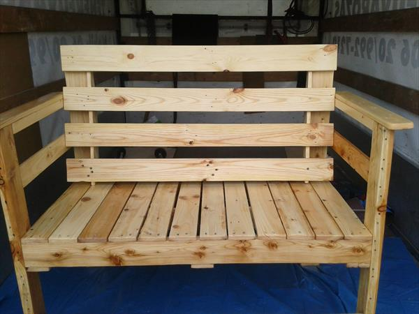 Outdoor seating bench made from pallets wood pallet Chairs made out of wooden pallets