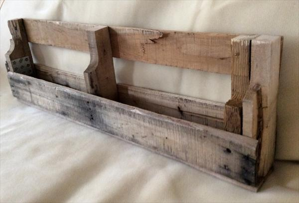 reclaimed pallet bookshelf