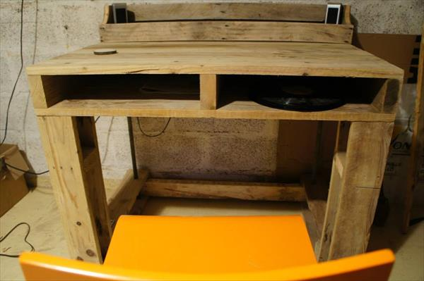 computer table out of pallets