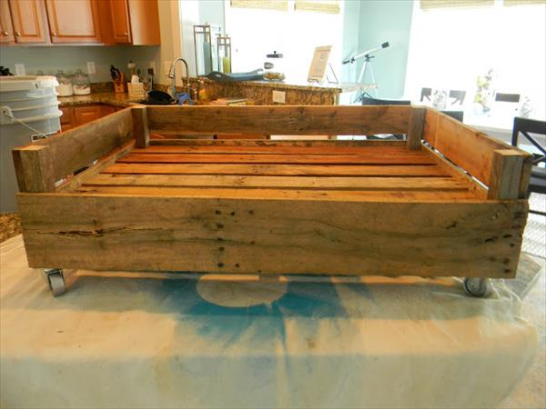 Dog bed made from pallets pallet furniture plans for What can u make out of pallets